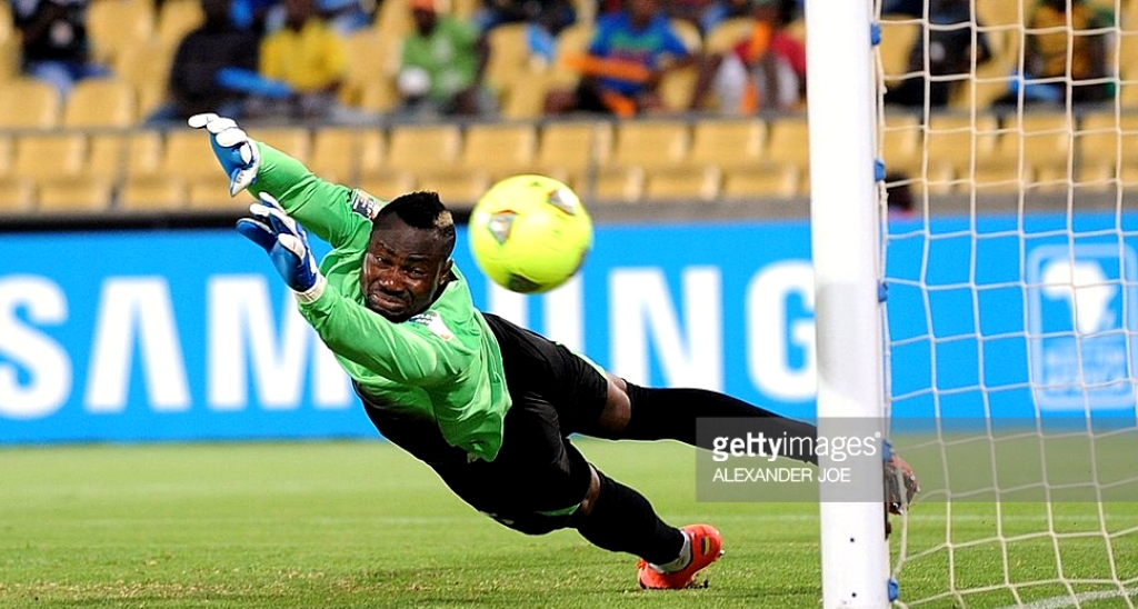 ivorys-coast-goalkeeper-daniel-yeboah-eyes-the-ball-as-he-tries-to-picture-id160391749